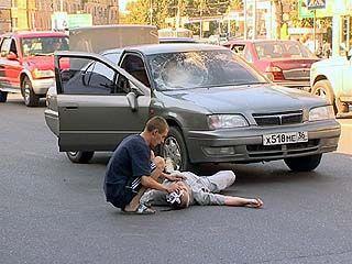 Пьяный пешеход угодил под колеса иномарки в районе остановки Застава