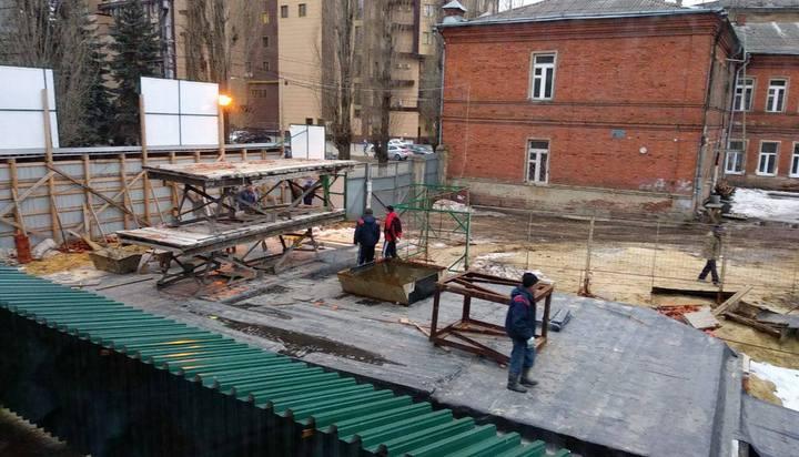 В Воронеже «ожила» незаконная стройка по соседству с Домом Михайлова