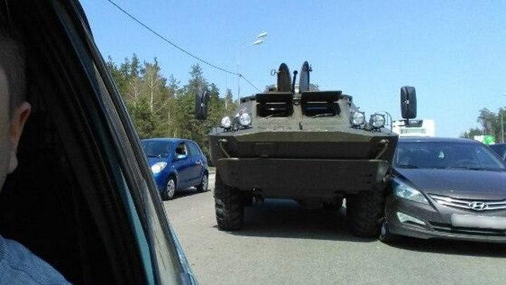 В Воронеже иномарка столкнулась с бронемашиной