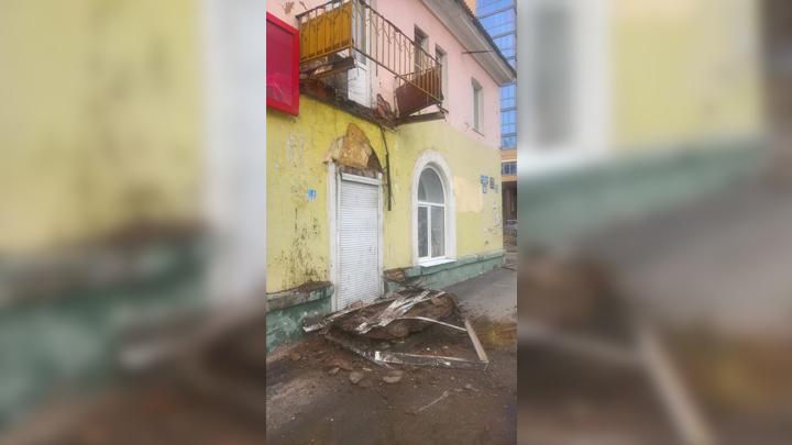 В Воронеже рухнул балкон трёхэтажного дома