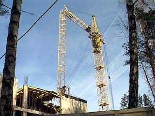 Расследованием гибели плотника, при падении крана, занимается прокуратура