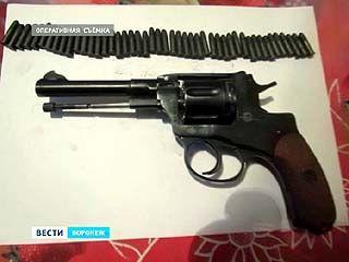 Револьвер и почти 100 патронов для самообороны? Оружие изъяли у жителя Воронежа