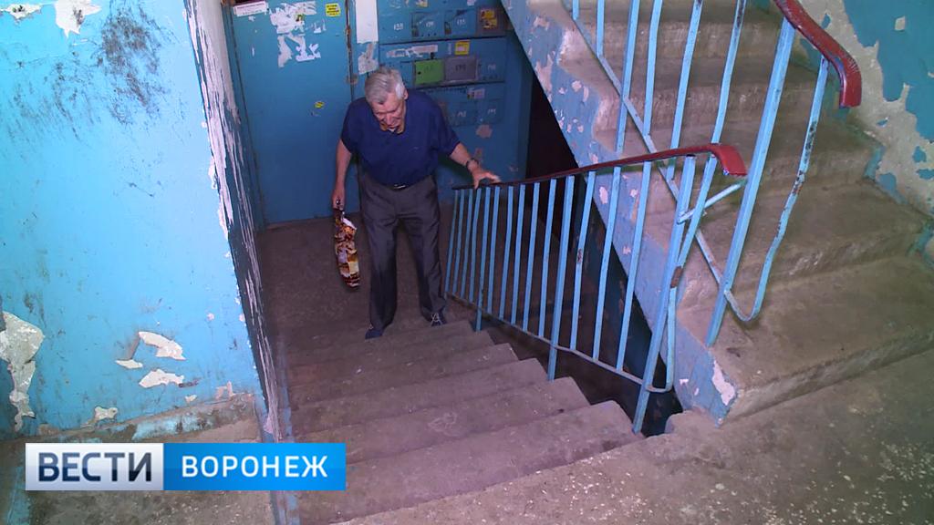 Воронежцы три месяца не могут добиться запуска лифта в многоэтажке