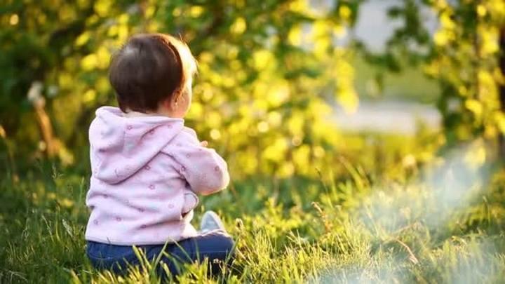 Найденная в центре Воронежа 2-летняя малышка ждала маму рядом с домом