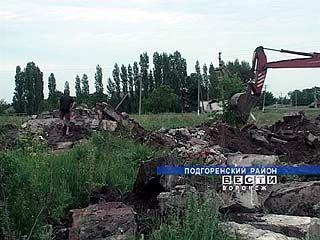 Руины бывших колхозов - головная боль для родителей