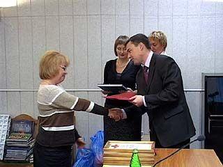 Руководителей и работников лагерей наградили почетными грамотами