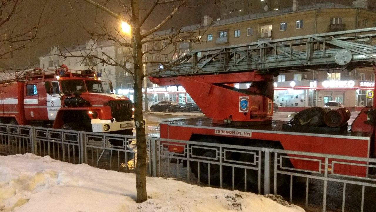 В Воронеже подросток сообщил о пожаре в «Галерее Чижова»: ТЦ эвакуировали
