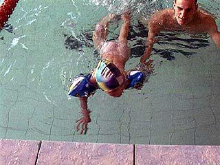 """Самые юные пловцы соревновались на """"Веселых стартах"""""""