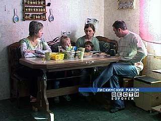 Семья из Лисок приютила у себя бездомную женщину с ребенком