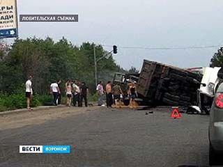 Серьёзное ДТП на Антонова Овсеенко: столкнулись два грузовика