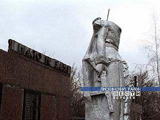 Скульптура солдата мемориала павшим во время войны осталась без головы
