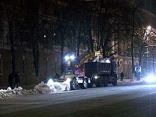 Снег с проспекта Революции вывозили ночью