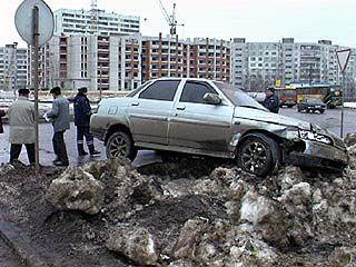 Снегопад на несколько часов парализовал движение в Воронеже
