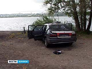 Со дна Воронежского водохранилища достали украденную иномарку