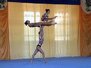 Соревнования по спортивной гимнастике продолжаются