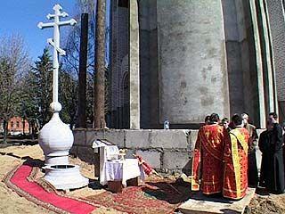 Состоялось освящение креста, установленного в память погибших в мирное время