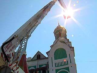 Состоялось воздвижение креста на купол храма в Масловке
