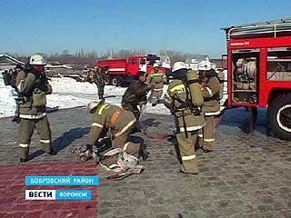 Сотрудники МЧС провели учения в селе Хреновое Бобровского района