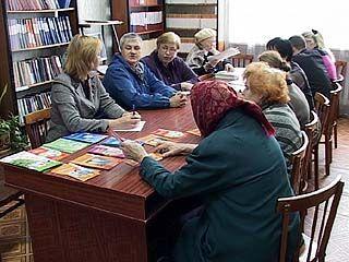 Сотрудники Областной библиотеки сделали необычный подарок пенсионерам