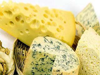 Сотрудники Роспотребнадзора выявили в украинских сырах растительные жиры