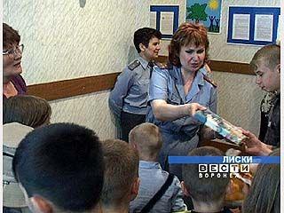 Сотрудники транспортной милиции поздравили детей