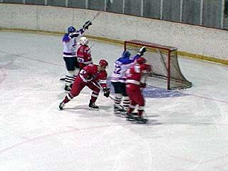Стартовал турнир по хоккею, посвященный Дню Победы
