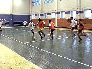 Студенты из 16-ти стран принимают участие в турнире по мини-футболу