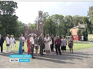 Супруги Пол Эдвард Ларсен-Куликовский и Людмила посетили имение принцев Ольденбургских