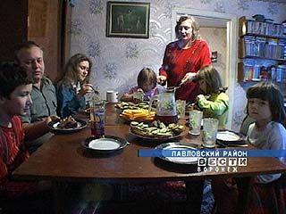 Супруги Жидковы ростят двух своих детей и 4-х приемных