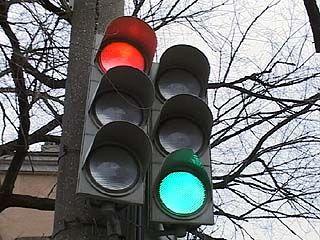 Светофоры на Феоктистова и Кольцовской вводят водителей в заблуждение