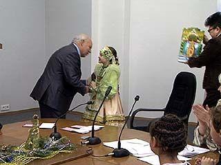 Талантливые дети получили именные стипендии в Парламентском центре