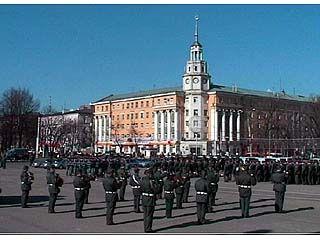 Традиционный инструктаж личного состава прошел на площади Ленина
