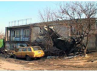 Трое жильцов дома по улице Веры Фигнер остались без крыши над головой