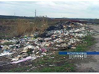 Центр Бутурлиновки преображается, тогда как окраины завалены мусором