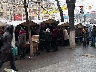 Центр Воронежа превратился в блошиный рынок