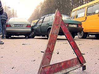 У Лесотехнической академии столкнулись два автомобиля