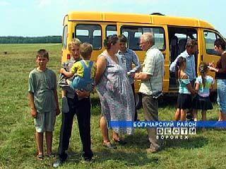 """У многодетной семьи из Богучарского района появилась """"Газель"""""""