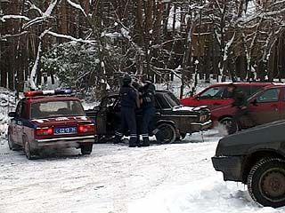 Участковый из Россоши задержал трех воров, ограбивших 15 машин