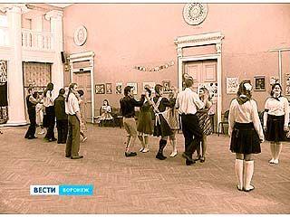 Участники школы исторического танца воссоздали бал Советской эпохи