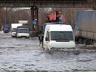 Улицу Ильюшина в районе Машмета с приходом весны снова затопило