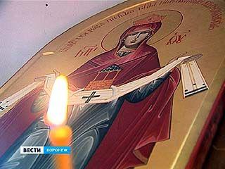В Адмиралтейском храме открылась экспозиция икон Божией Матери