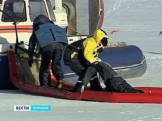 В акватории Воронежского водохранилища прошли учения сотрудников МЧС