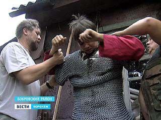 В Боброве поселились сразу несколько мастеров, кто плетет настоящие кольчуги
