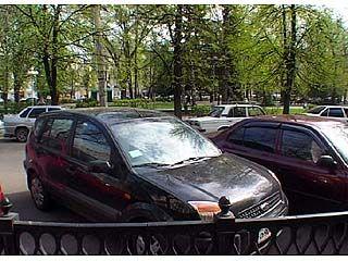 В час-пик движение вокруг Кольцовского сквера почти парализовано