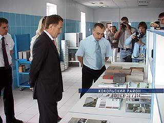 В ходе поездки по Хохольскому району глава области посетил два предприятия