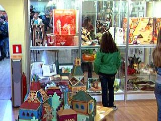 """В художественной галерее """"Нефта"""" открылась новая экспозиция"""
