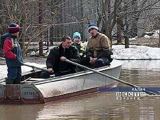 В Калаче передвигаются на лодках