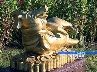 В Калаче появился первый памятник свинье
