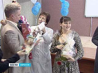 В канун Дня матери в Воронежском роддоме ╧4 поздравили молодых мам