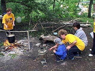 """В лагере """"Исток"""" отдыхают учителя со своими семьями"""